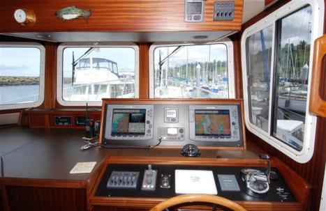 AT34 Chill Seaker Pilothouse